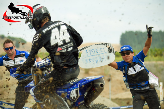 The mighty mechanics, legends behind the scenes. Photo by Andy McGechan, BikesportNZ.com