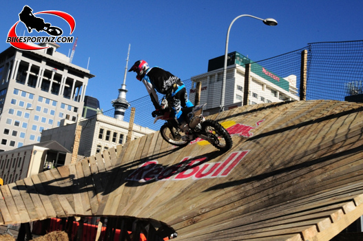 Red Bull City Scramble in downtown Auckland, photo by Andy McGechan, BikesportNZ.com
