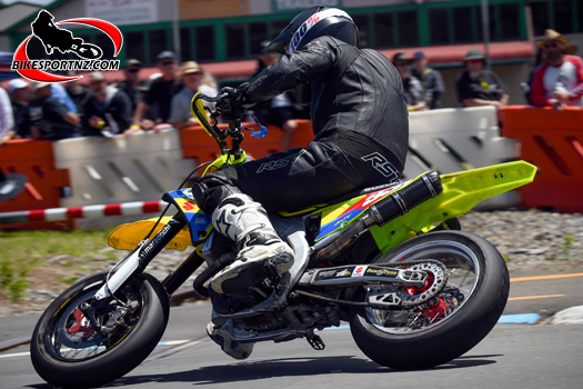 Cemetery Circuit races at Whanganui on Boxing Day